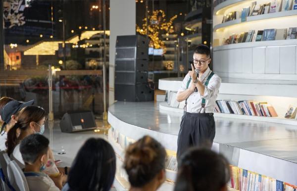 北京脱口秀俱乐部空降上海 意辰现场弹幕脱口秀《临时演员》广受好评