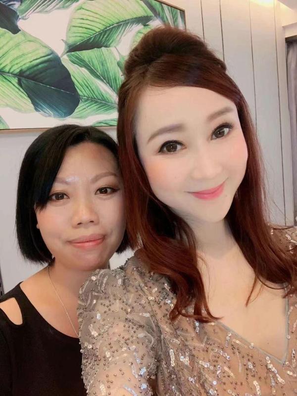 """李莹莹支持""""港版林志玲""""刘子仪创办网红打卡店"""