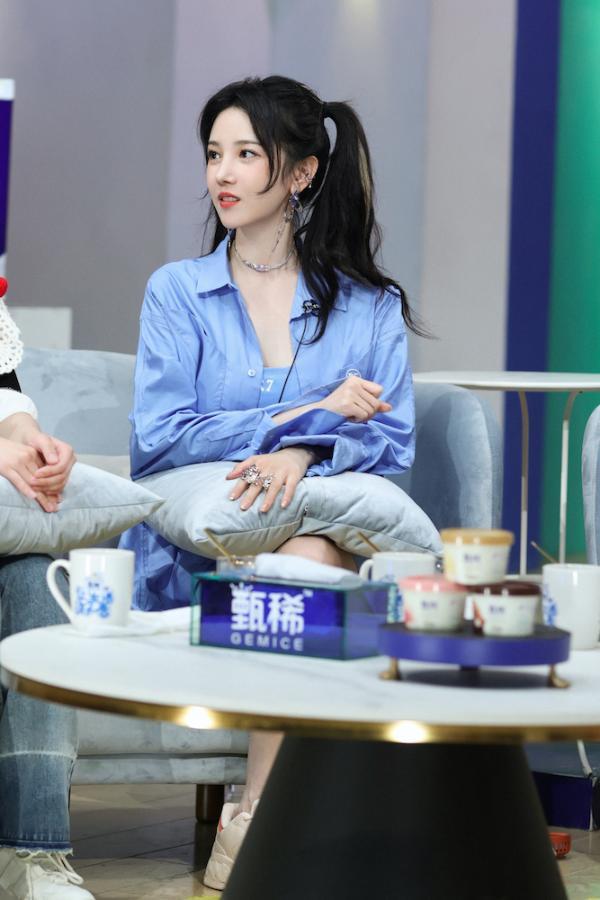 陈小纭《让生活好看》第二季即将收官 乐园庆生更新自拍美照