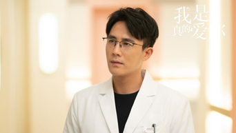 《我是真的爱你》萧嫣被月子中心老员工针对 莫铭偷偷探望童童却发现其生病