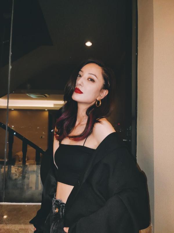 郑希怡治愈系新歌《更好的自己》上线 霸气御姐温暖发光