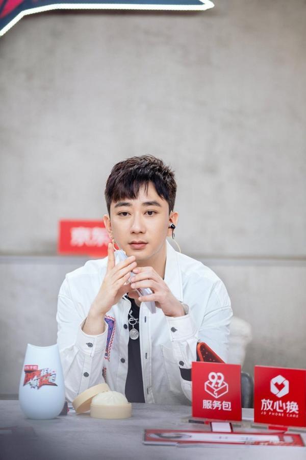 《Phone狂制噪吧》播出 王自健式主持风格引网友期待