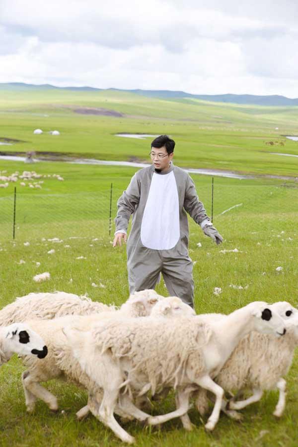 《极限挑战宝藏行》走进宝藏草原呼伦贝尔 黄明昊何洛洛摔跤较量
