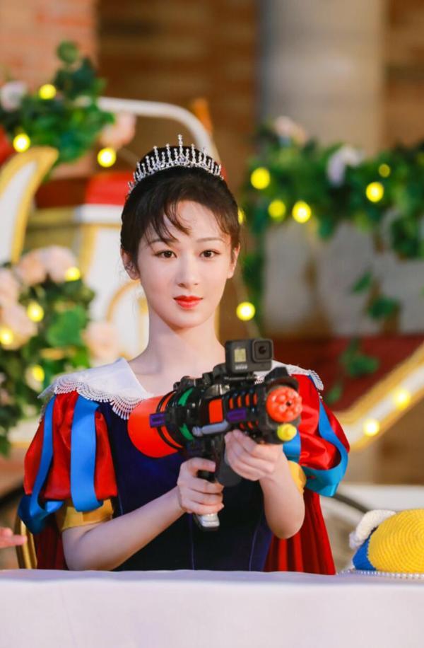 杨紫《萌探探探案》化身白雪公主,与宋丹丹合体令网友直呼:爷青回