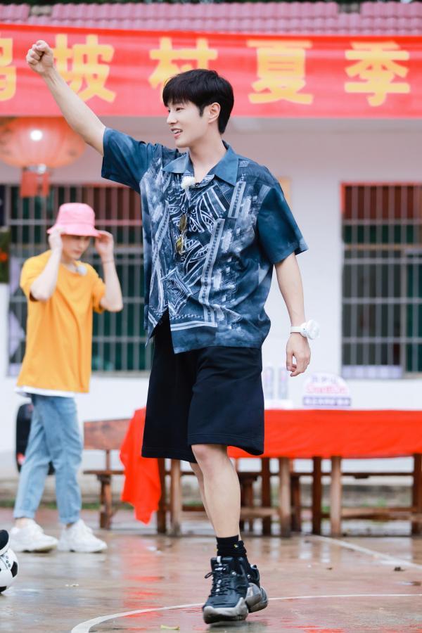 《完美的夏天2》李汶翰感受运动员体育精神 利路修挑战冲浪不言弃