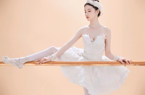 王骞钤舞蹈练功曝光 每天都一样要坚持练习