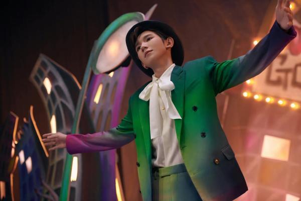 王源《夏野了》解锁新音源 《疯人公园》MV化身魔术师演绎破格世界