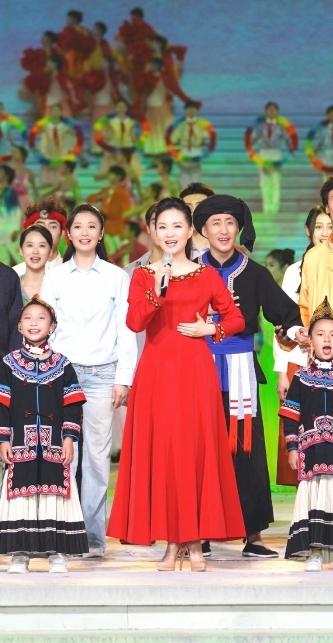 庆祝建党百年文艺演出 雷佳鸟巢献唱《唱支山歌给党听》