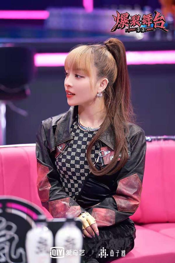 《爆裂女孩》新秀音乐人迎难而上 周洁琼为何洒泪现场?