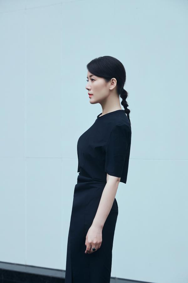 車永莉邂逅初秋 小黑裙造型超高級