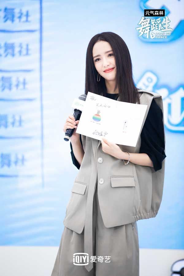 爱奇艺《舞蹈生》线上发布会 佟丽娅金晨孟美岐喊话舞蹈生