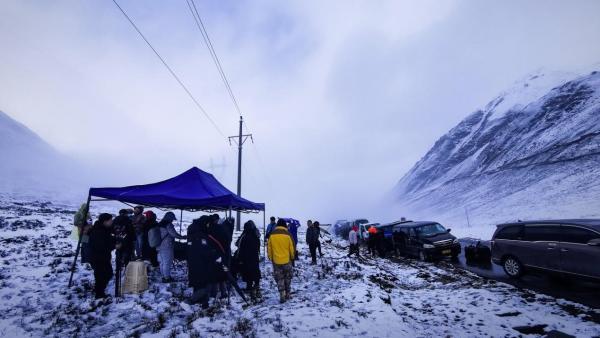 将英雄事迹篆刻在雪域高原 《空中突击》摄制组深入世界屋脊完成拍摄任务