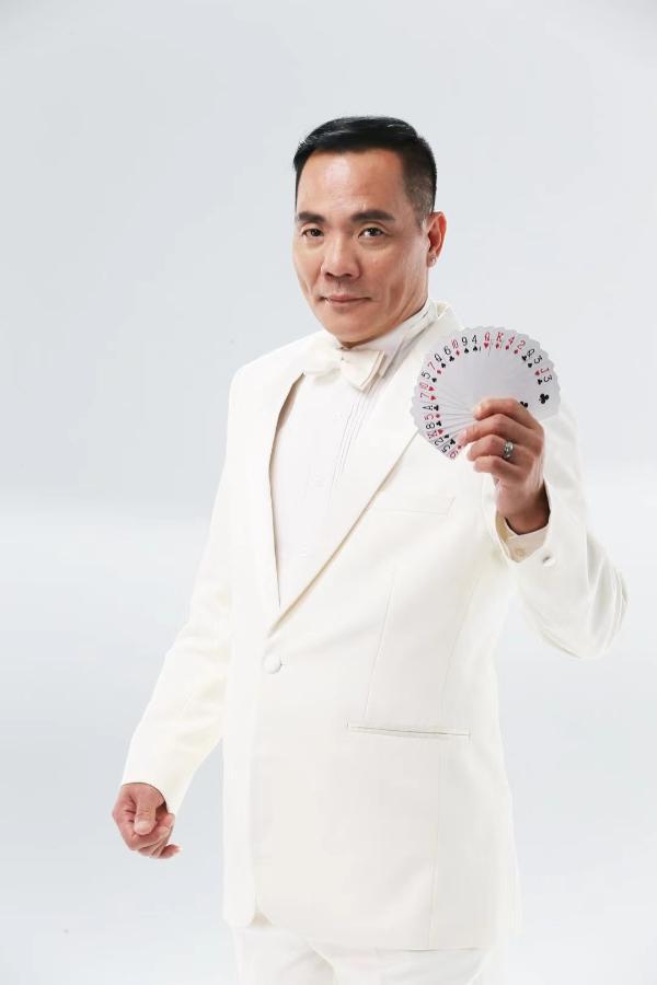 60岁香港影星程东 (1).jpg