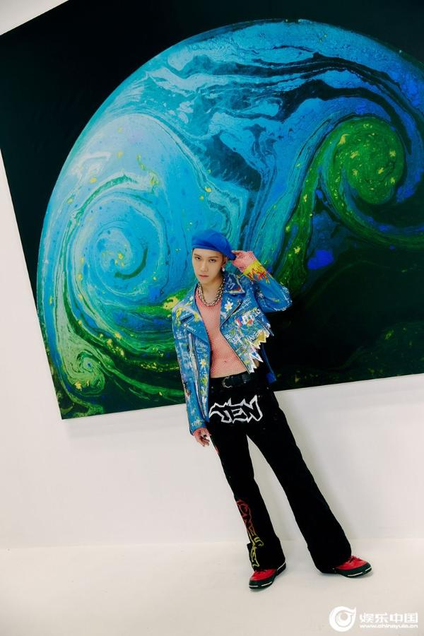 威神V成员TEN个人单曲《Paint Me Naked》今日下午5点公开