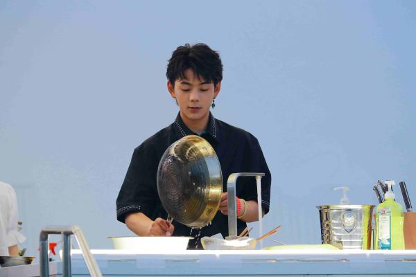 """《中餐厅5》收视六网第一蝉联冠军 合伙人晋升""""大厨""""引热议"""