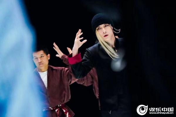 "LAY 《这就是街舞4》大秀风格曝光极寒感演绎""新国风"""