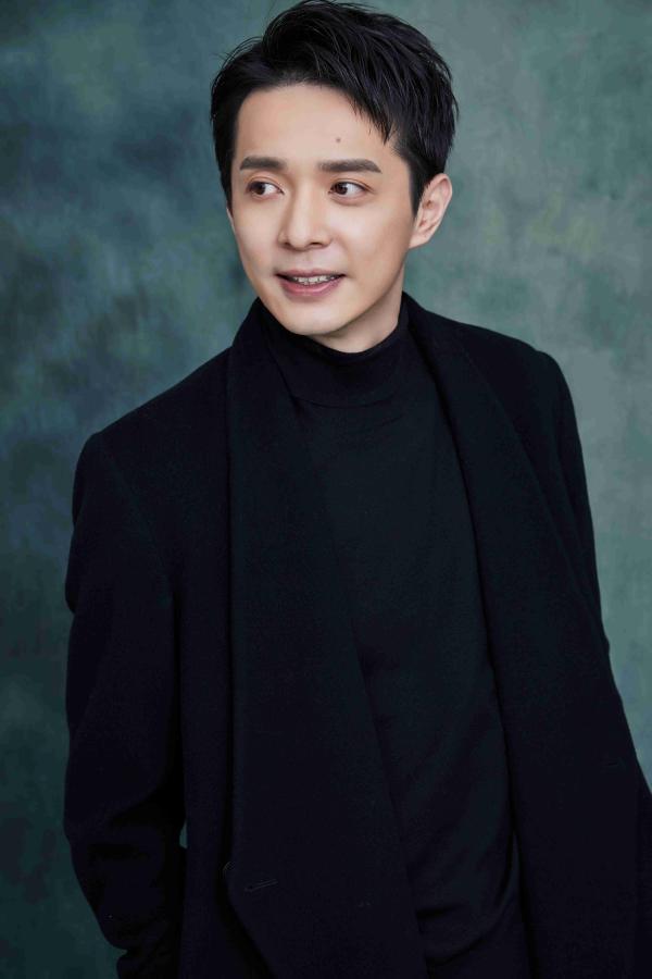 电视剧《双镜》开播 演员刘智扬挑战双面角色