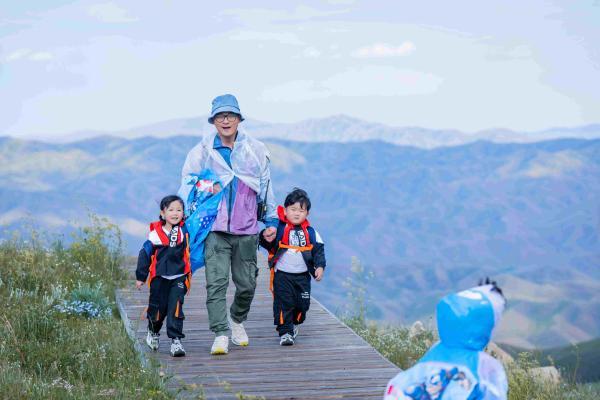 擁抱自然 挑戰自我 《不要小看我》傅首爾夫婦與萌娃一起見證風雨后的彩虹