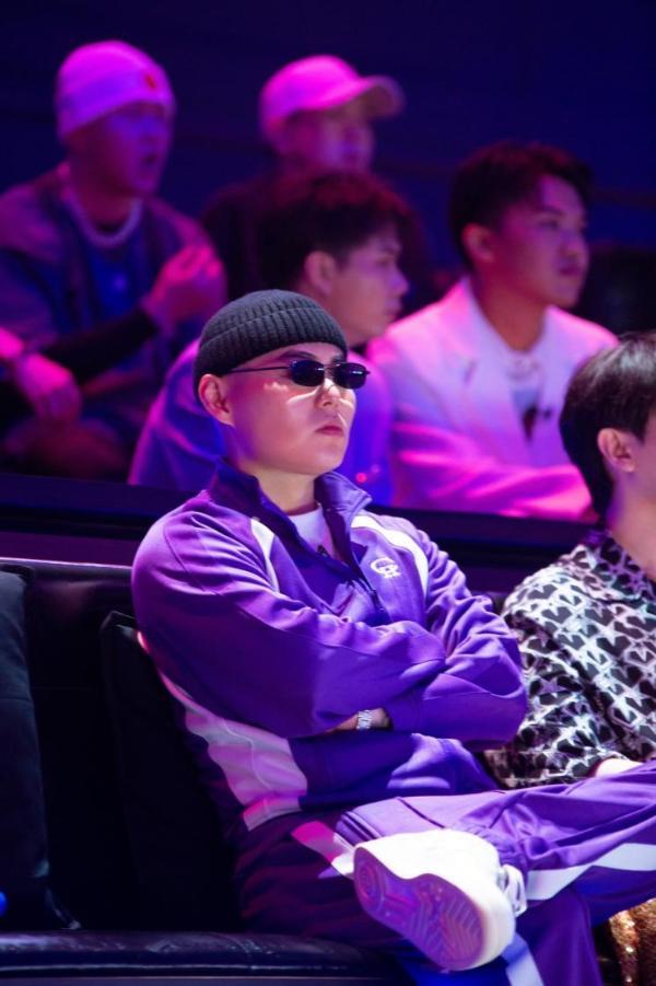 《说唱听我的2》首轮合作对抗赛 推荐官谢帝重构说唱助力选手成长