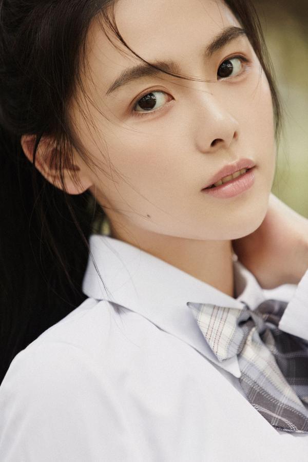 新人演員鐘雅婷初秋清新寫真曝光 氣質純凈笑容治愈令人心動