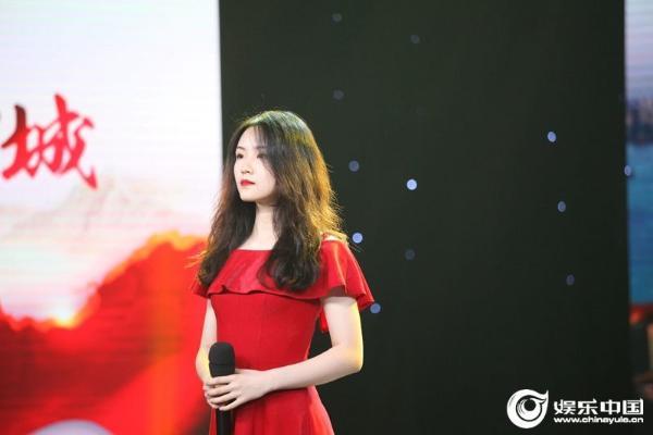 少女歌手郭沁新歌《等》上线 清纯嗓音勾起温暖回忆