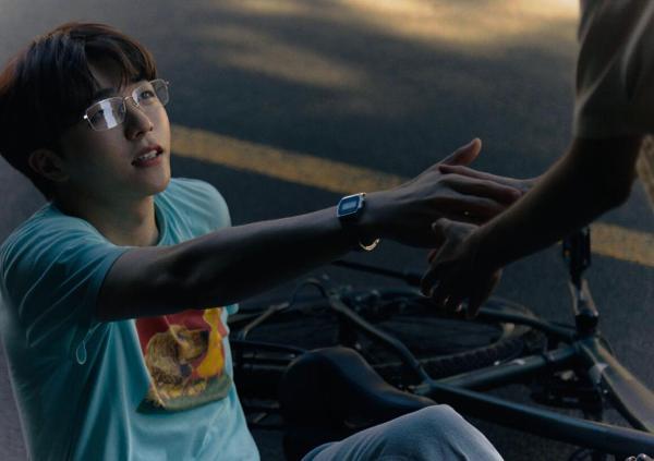 陈立农《青春的酸也很甜》 MV上线 穿越平行时空演绎酸甜青春