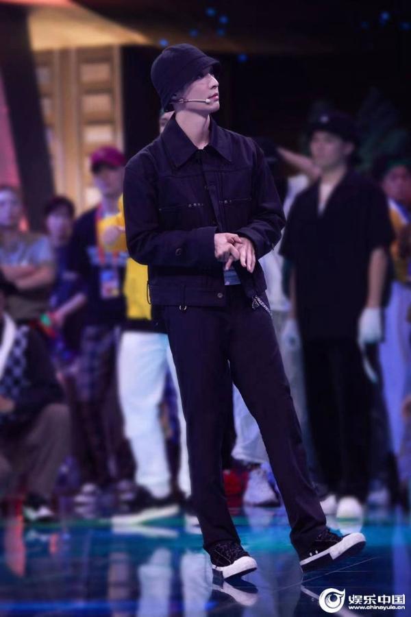 张艺兴《这就是街舞4》开播 大秀《天狗食日》惊艳全场