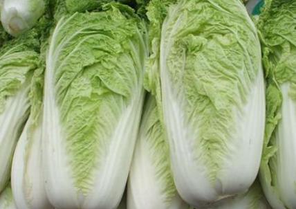 多选择大白菜,萝卜,胡萝卜,南瓜,莲藕等,这类蔬菜价格比较便宜,营养