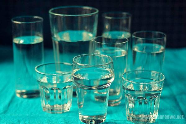 每天喝满8杯水?这一说法是科学还是骗局?