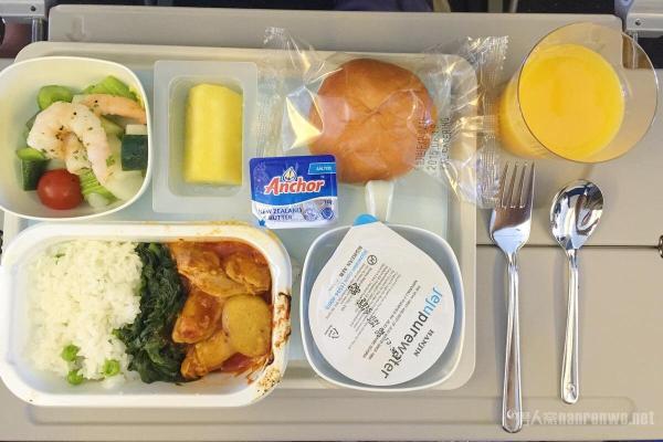 航空公司取消免费餐 乘客上飞机可以自带哪些食物?