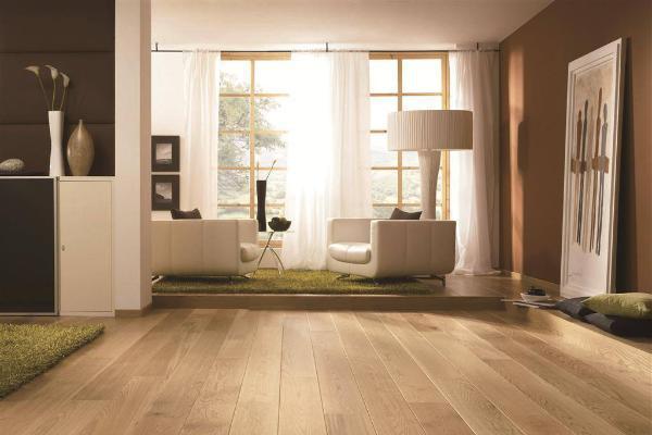 地板磨损不用换新的 掌握翻新流程让你的地板焕然一新
