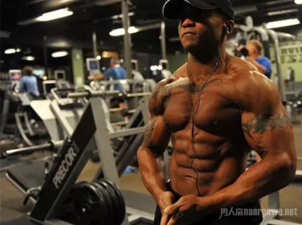 男士健身的必备品 这些神器装备一个都不能少