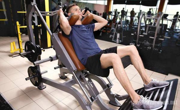 腿部肌肉训练器材使用 做一个顶天立地的男子