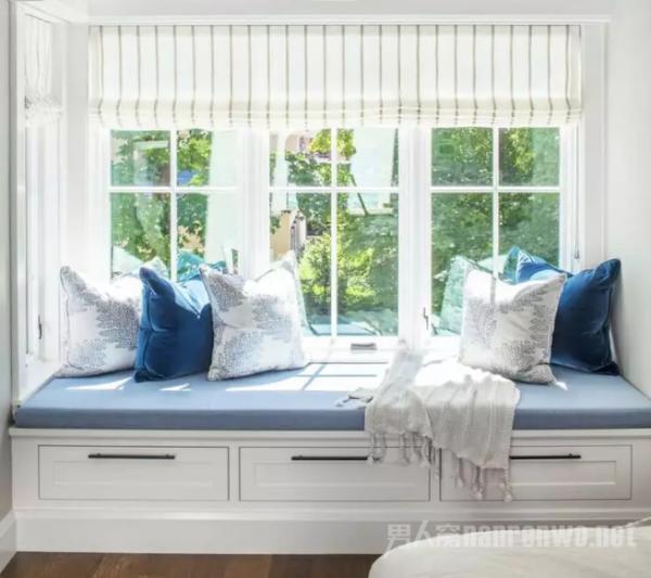 卧式窗户如何设计?卧室带飘窗和卧室带落地窗那个好