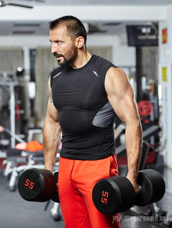 为什么男士健身要练哑铃训练?一副哑铃练编全身肌肉