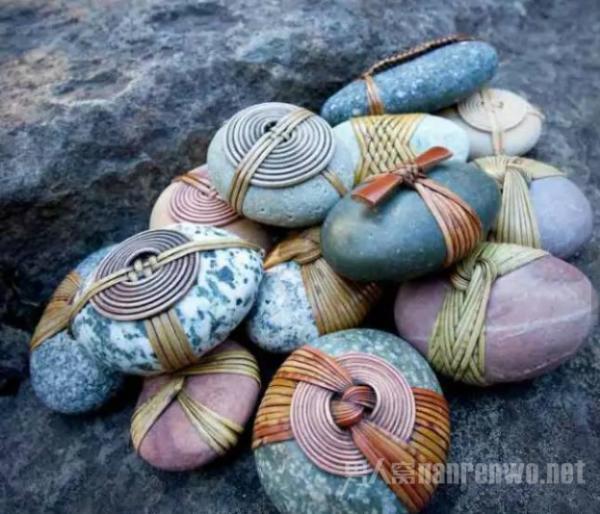 这些藤与石结合的艺术品 是美国艺术家独特的创作