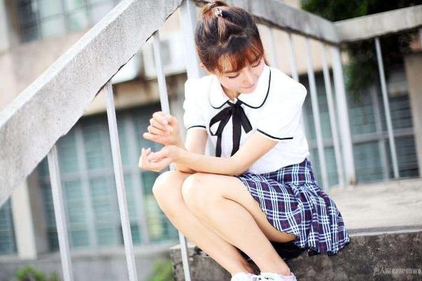 明明很廋却有大象腿 每天坚持这3个习惯 筷子腿属于...