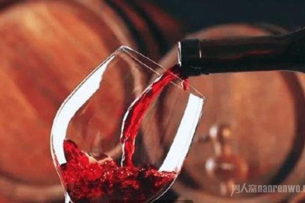 为什么喝红酒只倒三分之一杯 别不懂装懂 这3点是关...