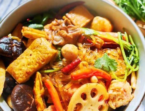 家庭麻辣香锅简单做法步骤 非常简单有好吃