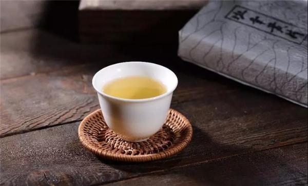 如何喝懂普洱茶的汤质?