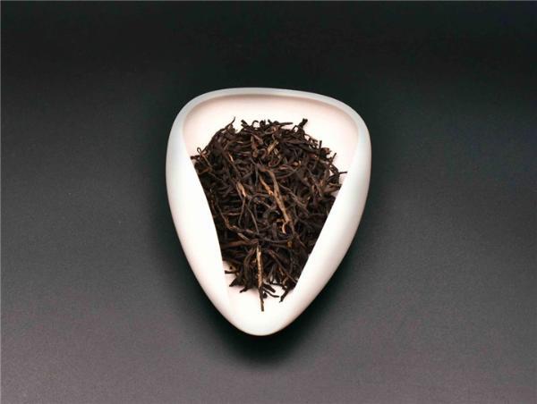如何鉴别香精红茶?
