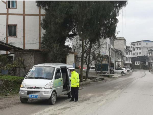 【春节期间我值班】今年春节 吴川交警一直在路上
