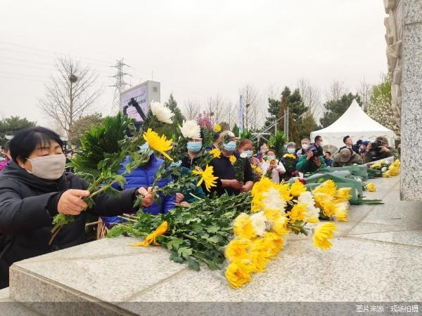 北京举办疫情后首次集体公祭 节地生态葬成安葬主流形式