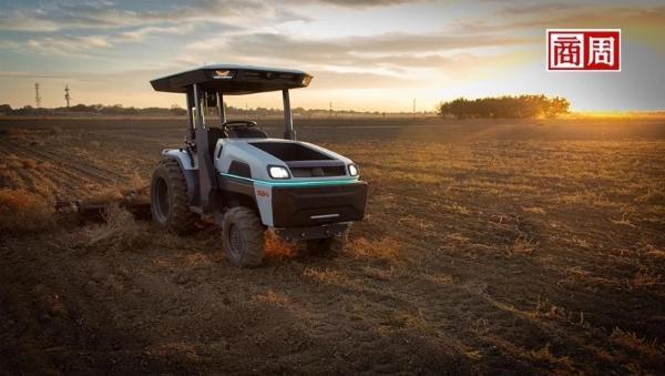农民不用出门也能种田?全球第一台电动无人拖拉机,用App就能操作