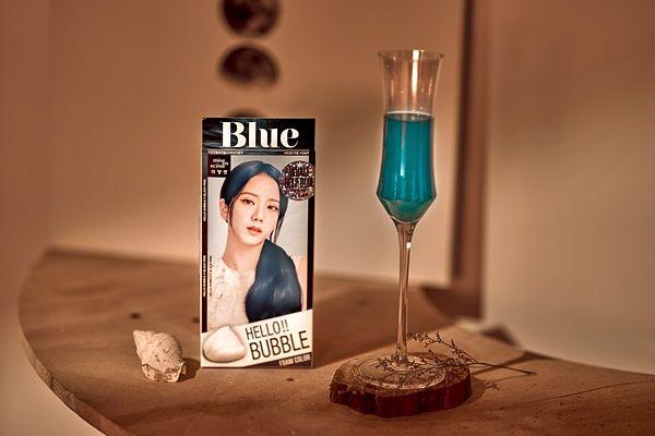 《魅尚萱》HELLO BUBBLE 全新夏日发色登场 ! 联名信义区韩式酒吧推出四款梦幻酒款 !