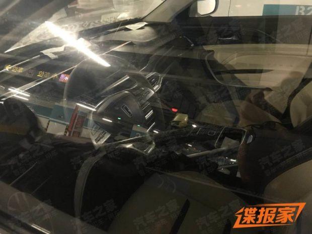 一汽奔腾T77内饰谍照曝光 定位中型SUV四季度上市