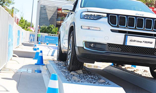 美系车的新优势 看Jeep如何玩转黑科技