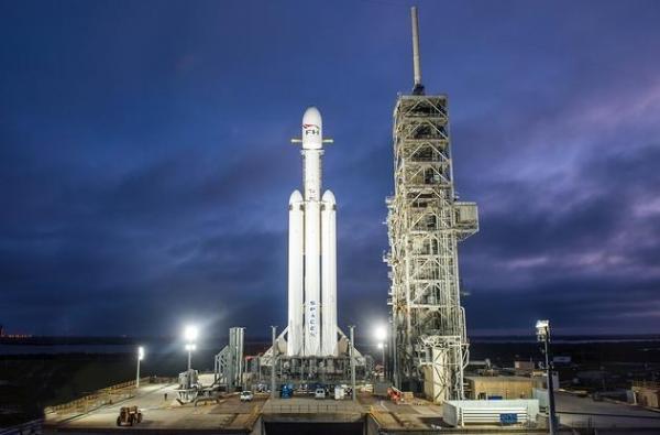受强风影响Space X推迟猎鹰重型火箭首次商业发射