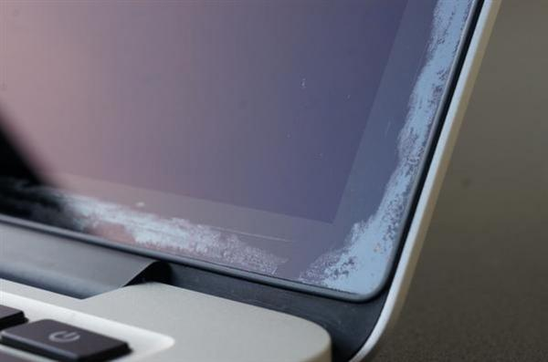 """苹果承认MacBook Air屏幕""""有问题"""",可免费维修"""