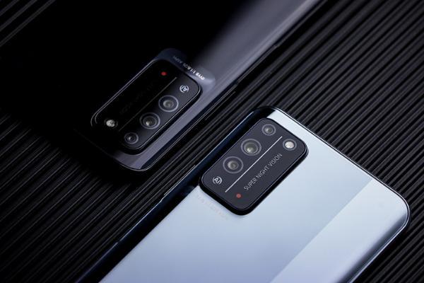 配备旗舰级RYYB高感光镜头 荣耀X10拍照实测